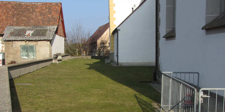 ausgangssituation-rasen-kirchengemeinde-roehrenbach